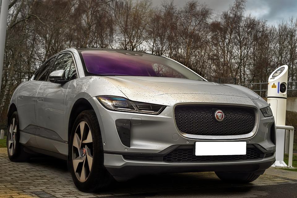 MDG-Lan kjører Jaguar når hun skal jobbe for å frata fattigfolk muligheten til å kjøre bil